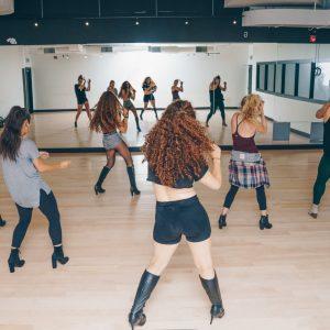 dance-class-in-studio